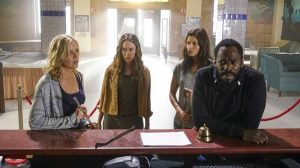 Victor Strand with Madison, Alicia nad Ofelia at the hotel, Fear The Walking Dead season 2