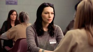 Alex Vause talking to Piper, Orange Is The New Black, OITNB stagione 2 (SE 2)