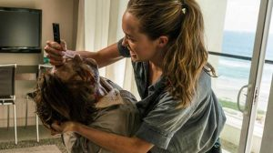 Alicia Clark at the hotel, Fear The Walking Dead season 2; FTWD 2