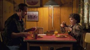 Jim Hopper havin dinner with Eleven; Jim Hopper e Undici, Stranger Things season 2 (seconda stagione)